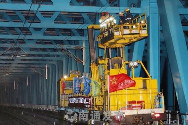 沪通长江大桥又有重大进展!开始架设接触网导线