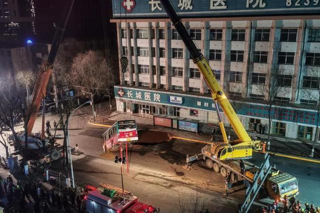 青海西宁路面塌陷事故72小时直击