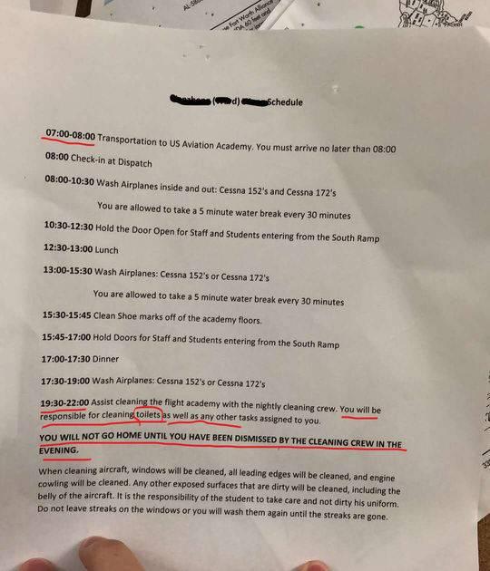 疑似学校发给学员的时间表,划红线部分内容是安排打扫厕所