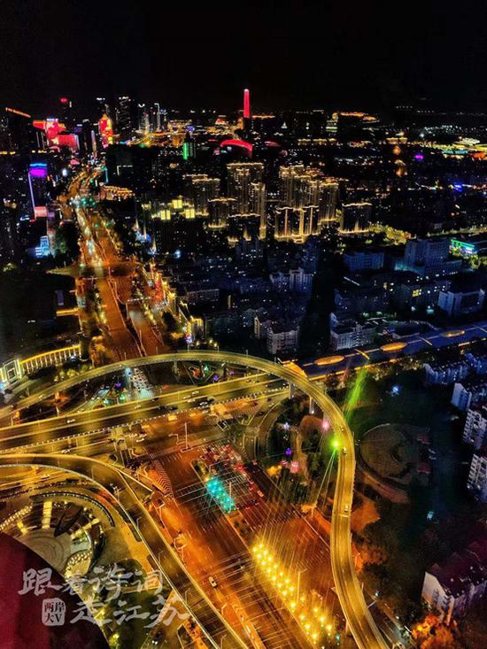 在金鹰世界酒店俯瞰新南京夜景