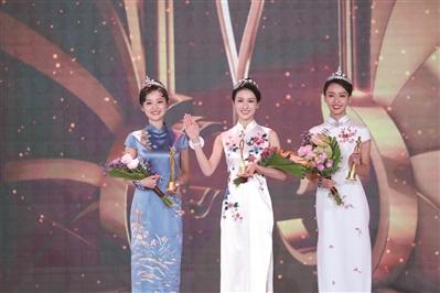 陈佼怡(中)、李梦潇(左)、刘璇(右)分获冠、亚、季军。 凤凰卫视供图