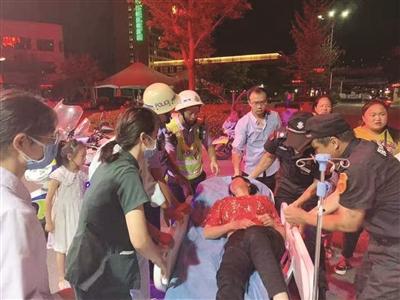警方全力救助患病女子。