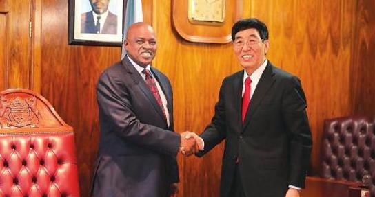 巴音朝鲁率中共代表团访问博茨瓦纳