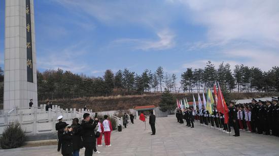 珲春各界举行祭奠革命先烈活动