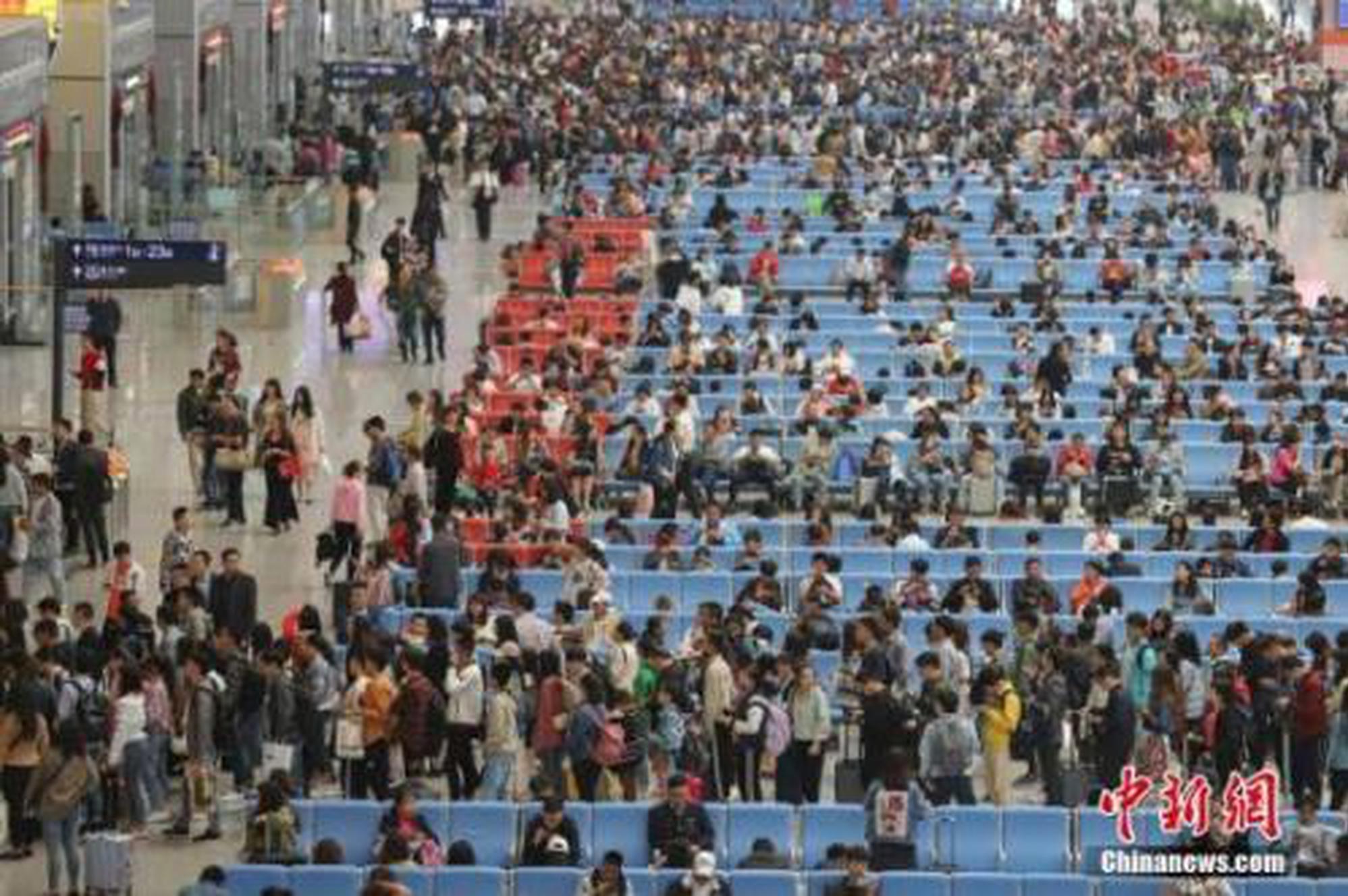"""""""五一""""假期结束 中国铁路发送旅客7270万人次"""