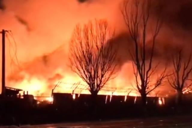 吉林东丰工厂爆炸 居民:7个窗户全震掉了