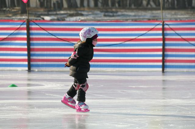 愉快地寒假 写完作业冰球场见