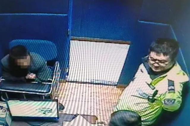 男子无证驾驶被抓 长春交警处以罚款并拘留