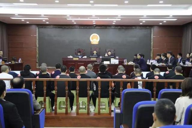 梅河口市人民法院公开审理一起21人涉恶犯罪集团案件