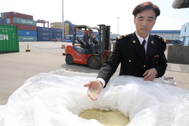 扬州海关退运37.1吨固体废物
