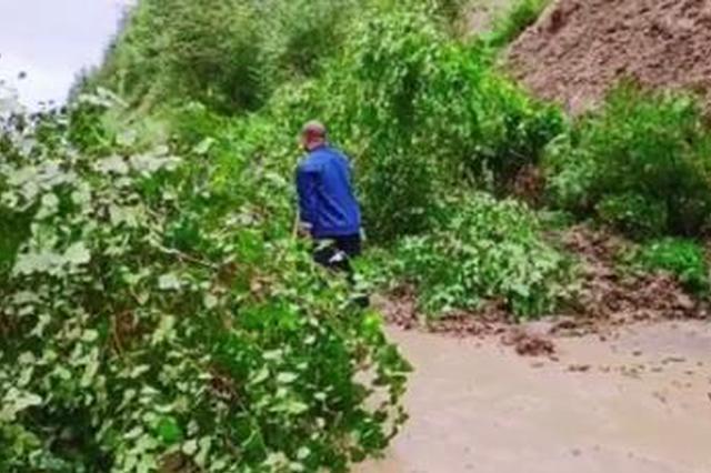 吉林市持续降雨致山体滑坡 河道溢水道路封闭