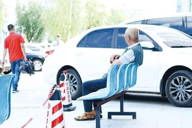 延吉这个公共停车区域被商家占用?记者实地踏查