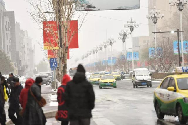 松原市已经下雪 并发布道路冰雪蓝色预警