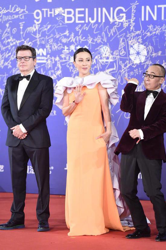 刘嘉玲亮相北影节开幕红毯