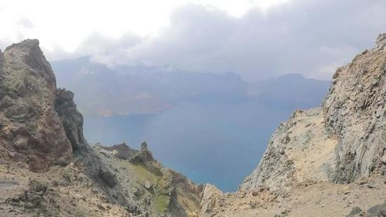 长白山保护开发区:绿水青山生机无限