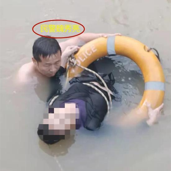 安远县人民医院医院门口 一女子坠河