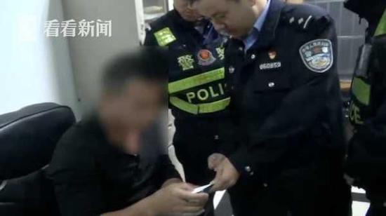 """男子花450元网购""""高科技""""假牌 原因让人哭笑不得"""