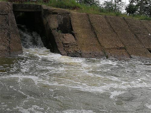 女人私塹ojy�._双港镇柏堑村的污水直接排入珠湖.