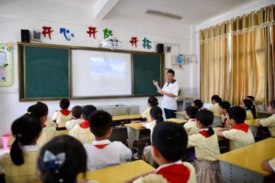 上饶逸夫小学使用天翼云智慧课堂教学中