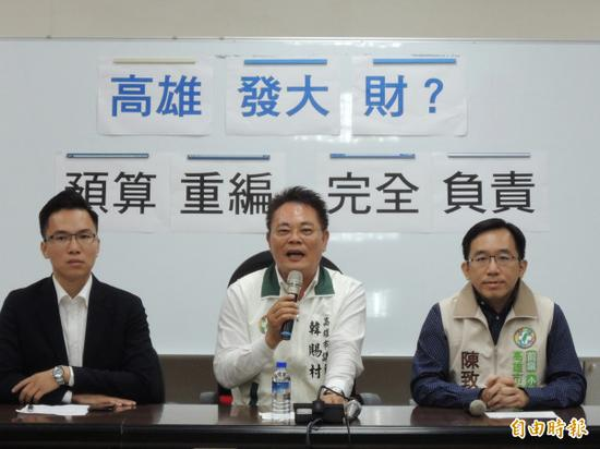 陈致中(右)已当选高雄市议员(图片来源:台湾《解放时报》)