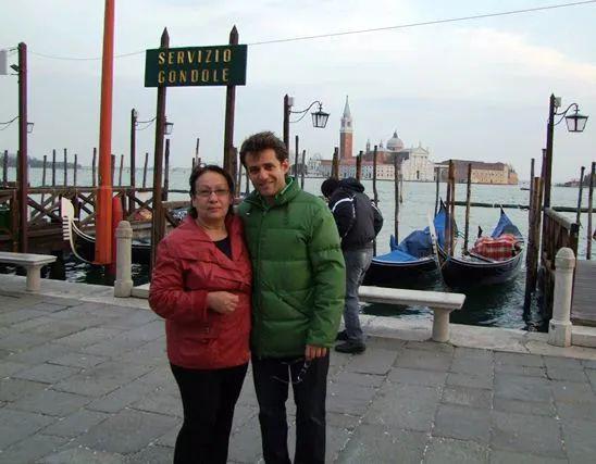阿罗尼扬和妈妈在威尼斯