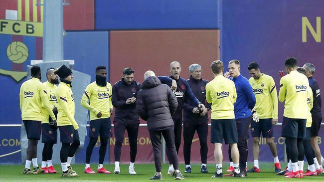 西媒:巴托梅乌向球员们进行了解说