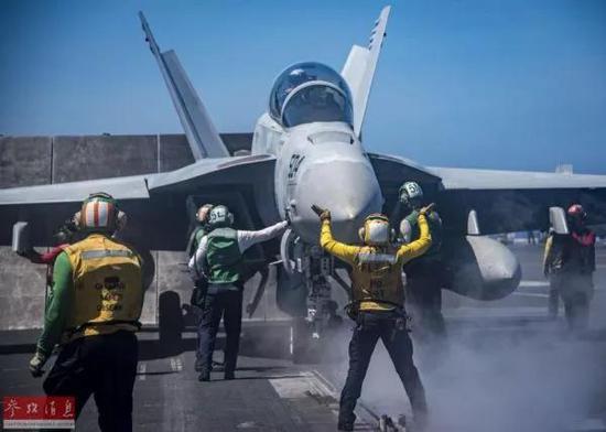 """▲资料图片:美海军""""卡尔·文森""""号航母在南海展开舰载机起降训练。"""