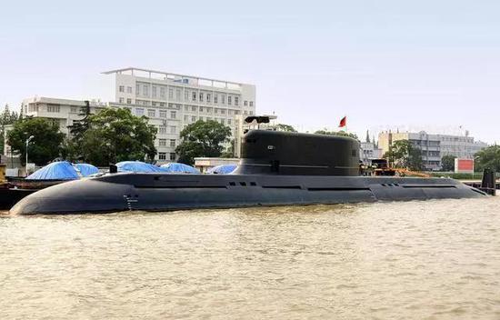032型试验潜艇