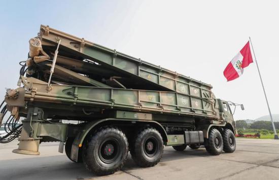 中国向秘鲁提供价值1.2亿人民币的装备援助 秘鲁总统亲迎接收