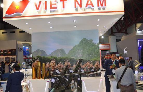 图为印尼防展上的越南展台,可见SPG-9和迫击炮的位置特意醒目。