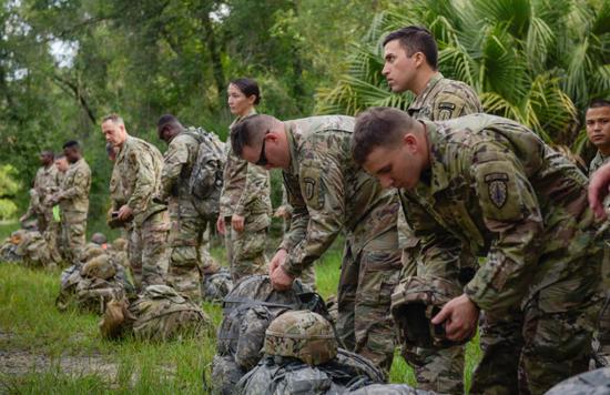 美国陆军坦然部队声援旅在国内训练