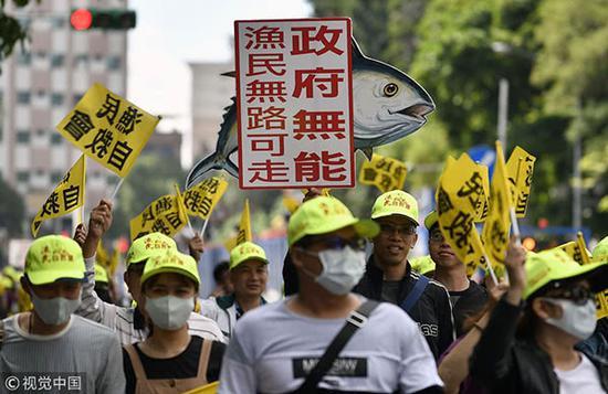台湾渔民批当局媚日:难道要挂五星红旗自保?