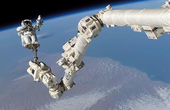 专家:未来机器人几乎可以在太空中完全取代人类