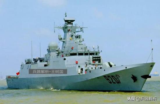 (搭载相控阵三坐标雷达的C82A护卫舰)