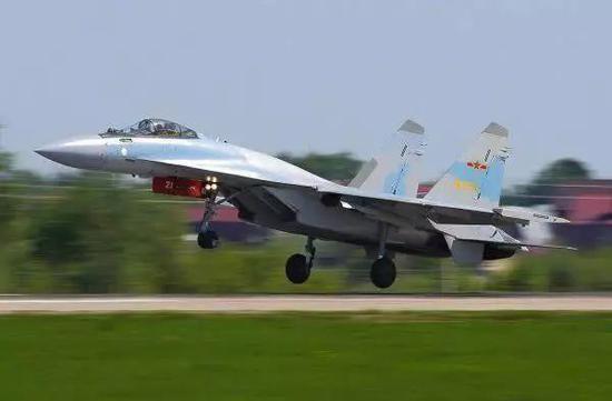苏-35战机有了运油-20威慑力更强