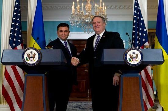 美国国务卿蓬佩奥和乌克兰外交部长克里姆金在华盛顿会面