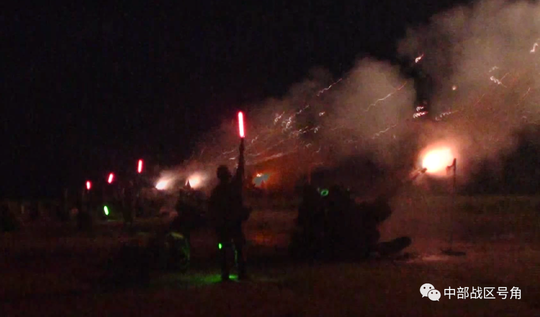 中部战区陆军第82集团军某旅展开昼夜实射