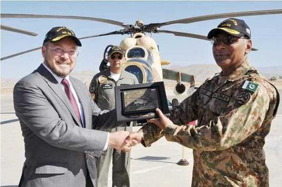 米35直升机交付现场