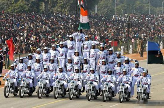 图片:印度摩托表演虽然好看,但不能真上战场。