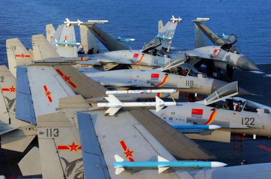 外媒:中国急需舰载机飞行员 将有3艘航母3艘准航母插图(1)