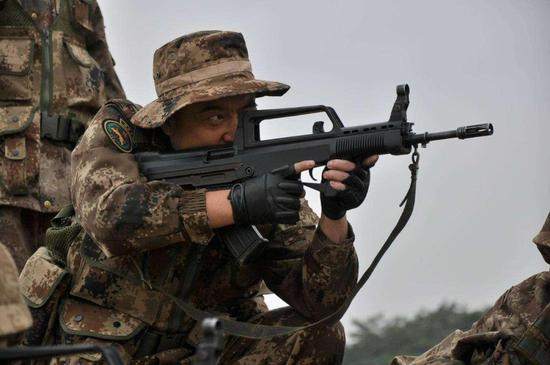 95步枪已服役20年 美俄为何至今不装备无托步枪