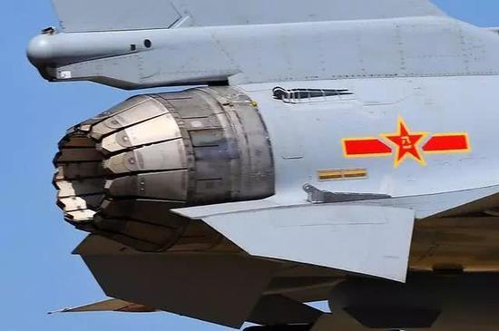 歼-10B推力矢量验证机<a href=http://www.zhuoyue5.com/tags/fadongji/ >发动机</a>特写