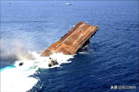 航母被炸沉