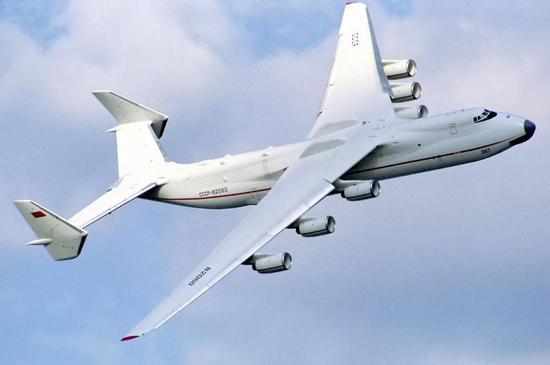 美B52轰炸机关掉4台发动机仍照飞不误 全球独一无二