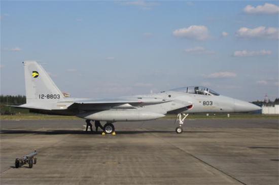 (日本三菱拼装的第一架F-15)