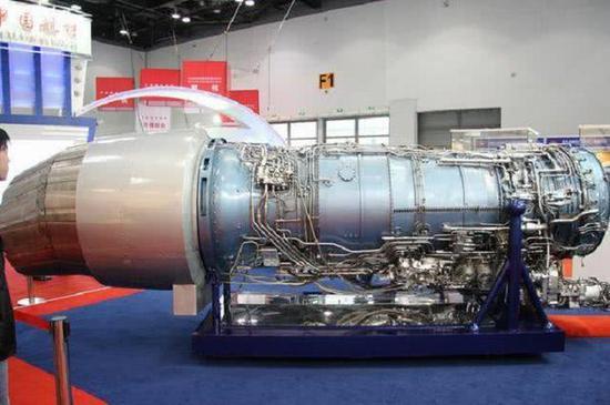 图为AL-136T重型发动机