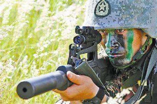 国产05式冲锋枪,它采用了无托结构