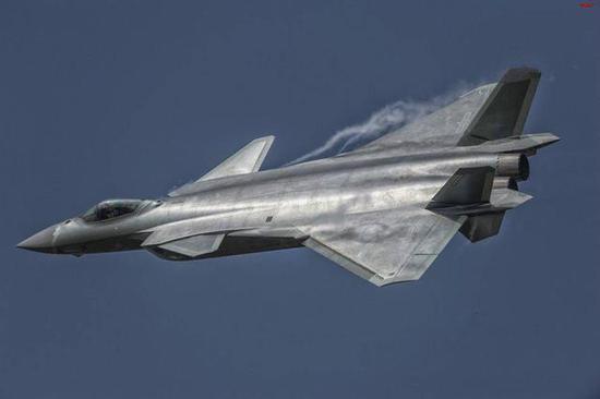 中美空军差距缩小:歼10C开始值班歼20具备初步战力