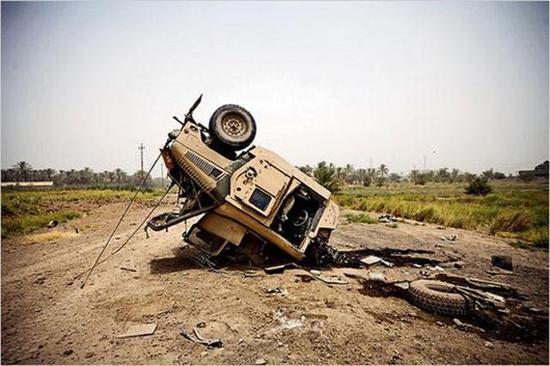 路边炸弹为何给美军如此大杀伤 悍马车严重缺乏重装甲