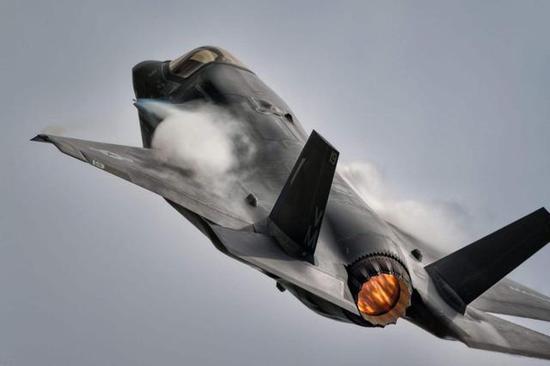 美军展示新战法F35搭配火箭炮打击 我军歼20也可尝试